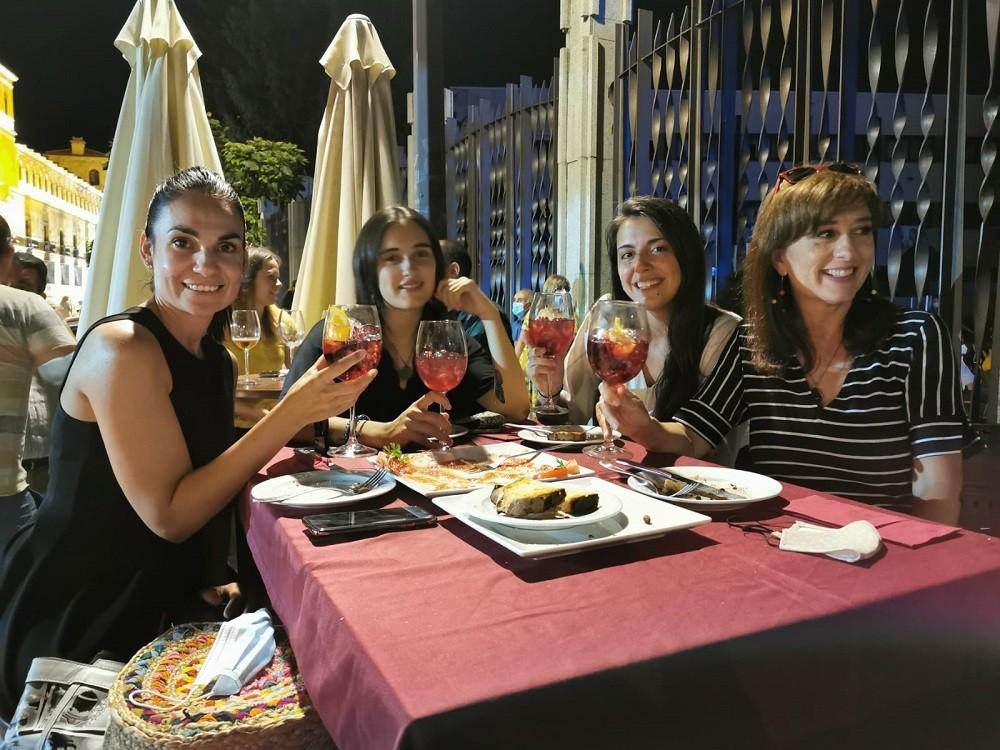 Cena entre amigas en restaurante La Otra Abaceria